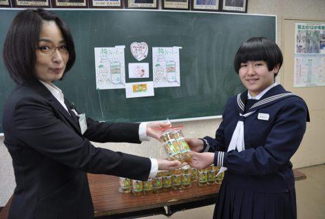 田上中学校の生徒が「梅うぉーたー」のラベルをデザインしました!